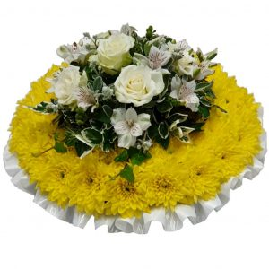 White Rose Posy Pad – A lovely Chrysanthemum Based Posy Pad with a Beautiful Rose and Alstroemeria Spray available in all colours.